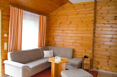 Das Wohnzimmer im Blockhaus vom AKZENT Hotel Kaliebe auf Usedom (Trassenheide)