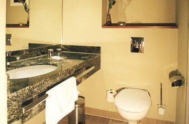 Badezimmer im Doppelzimmer Komfort Plus